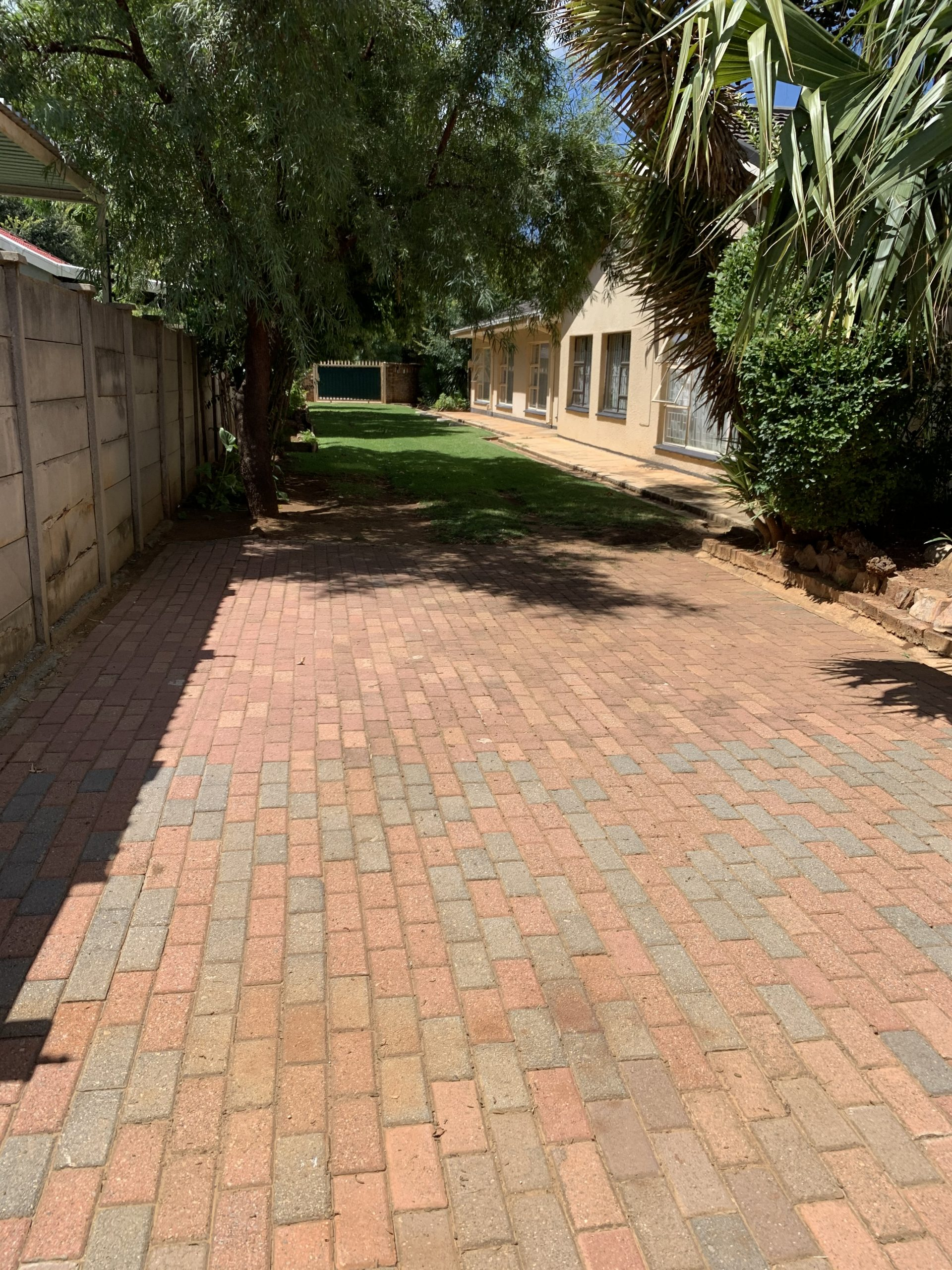 4 Bedroom House with Flatlet for SALE